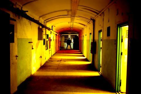 Régi börtönfolyosó